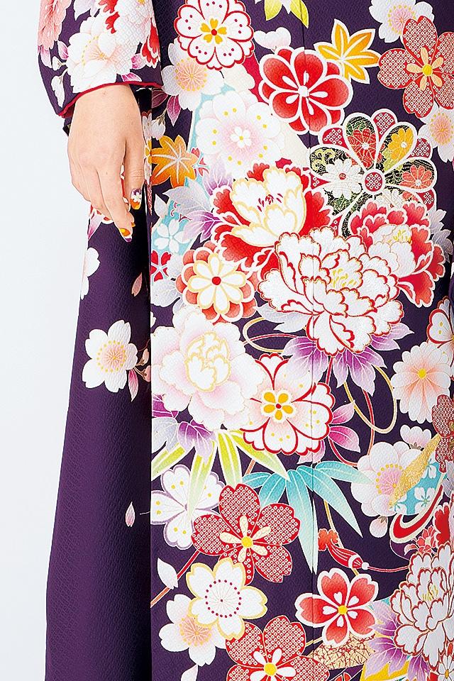 紫ベースに色とりどりのたくさんの花が鮮やかです
