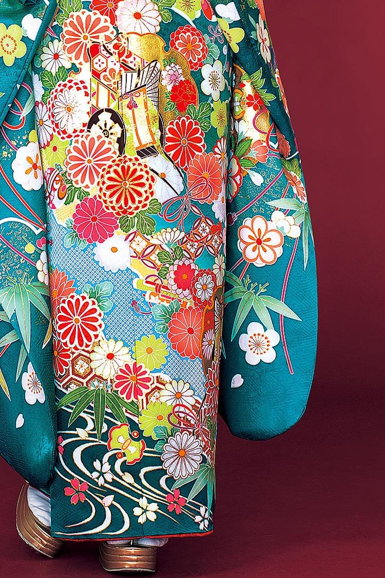 たくさん散りばめられた花柄がかわいらしいデザインです