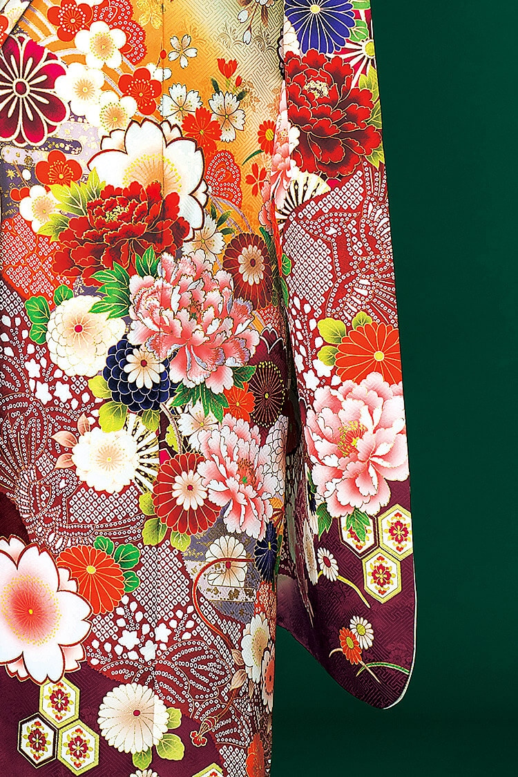 赤いお花としぼり柄がひきたつデザインです
