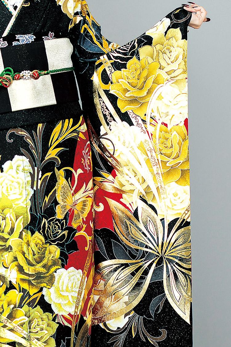 ゴールドの蝶とバラが印象的で、差し色の赤が映えます