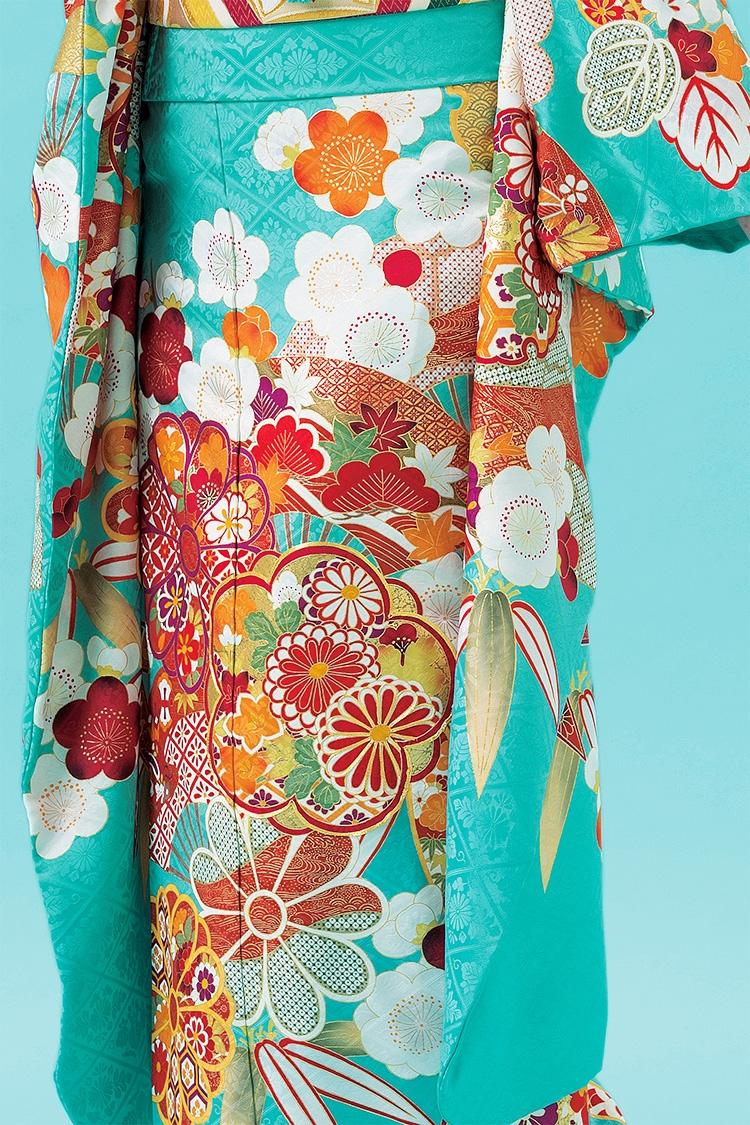 華やかな色に正統派デザインのレトロ可愛い一着です。