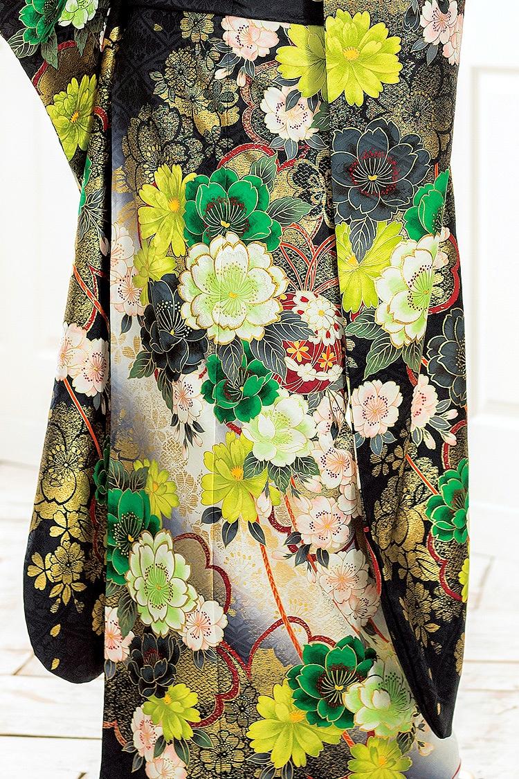 ひと花、ひと花、魅入ってしまう美しさを持った振り袖ですね。