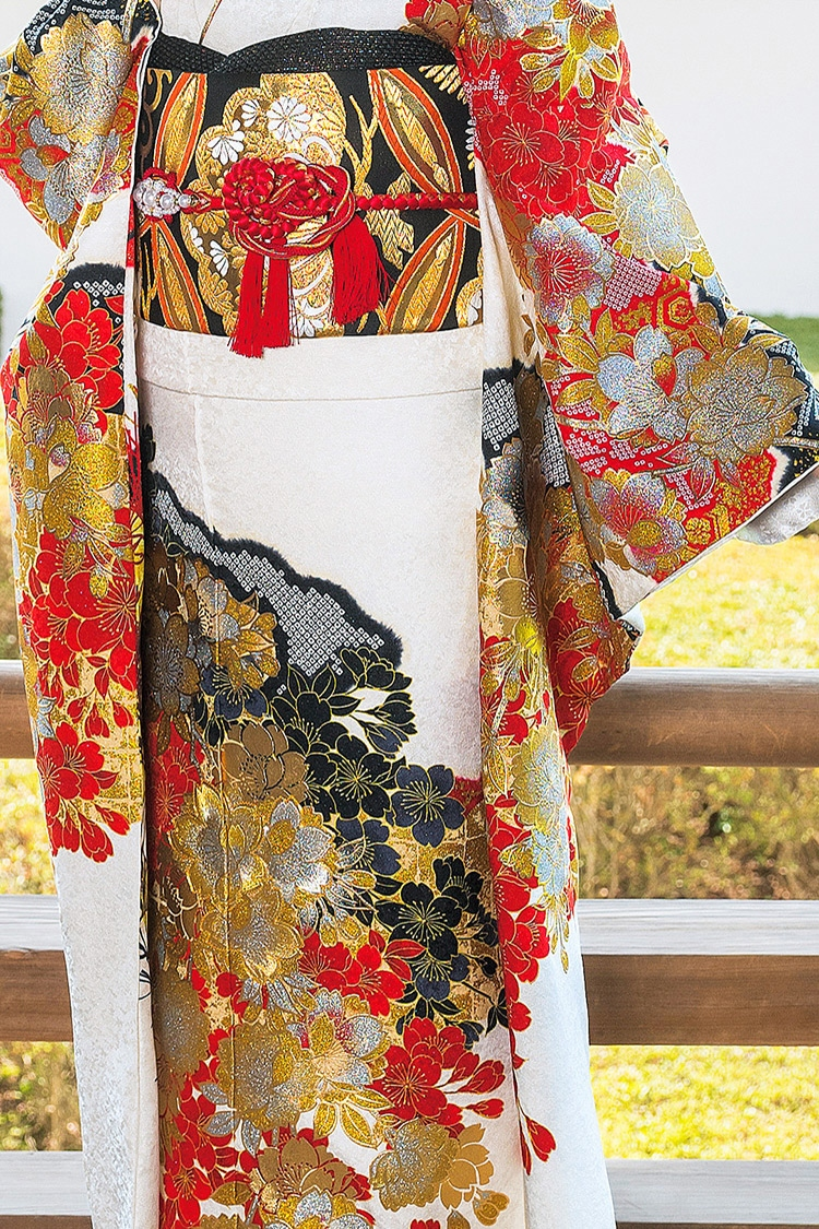 織り模様もとても美しく、ゴージャスな印象です。