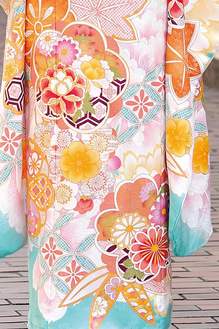 爽やかな水色と可愛らしいピンクの組み合わせで目を引くこと間違いなし!