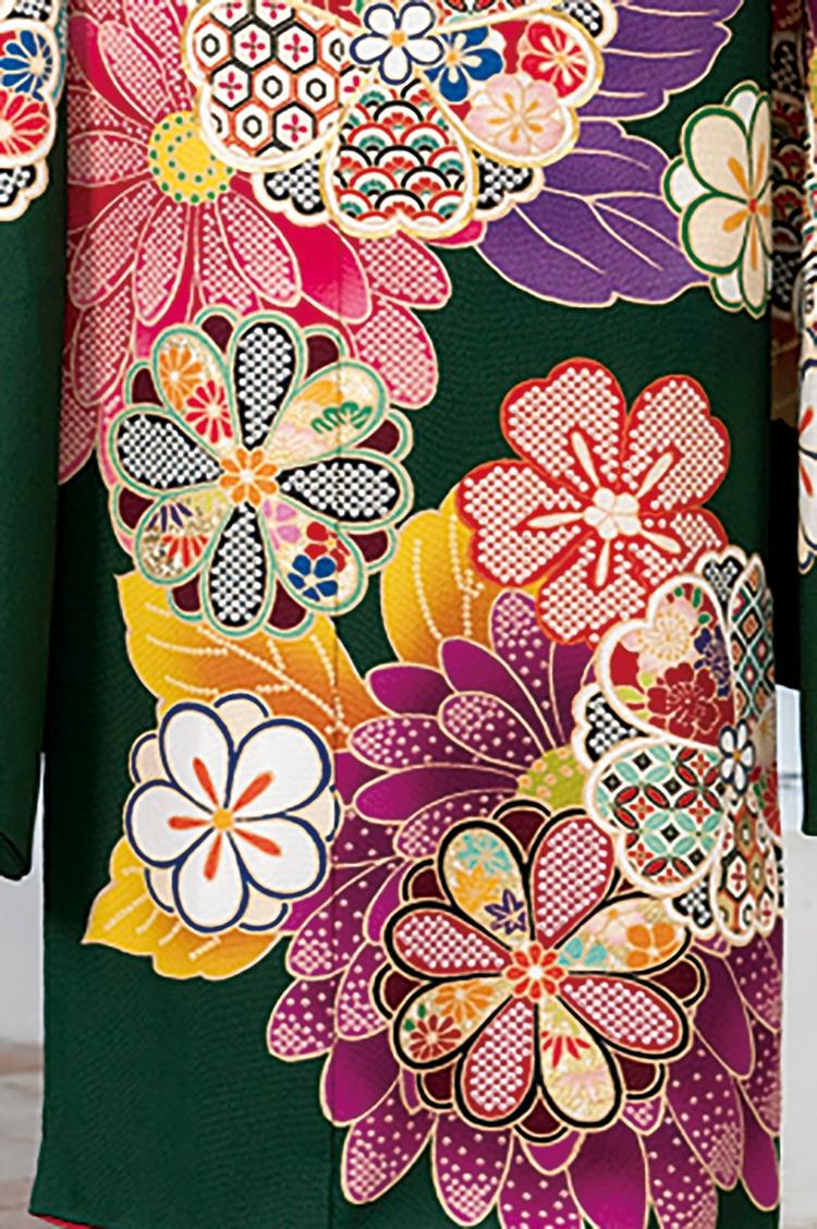 花弁の中まで細かく装飾が施されていて素敵ですね!