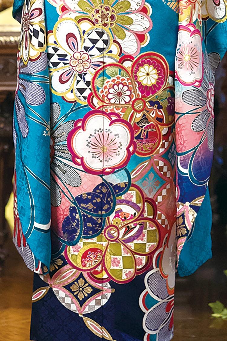 差し色のピンクと裾に掛けてのグラデーションも素敵です!