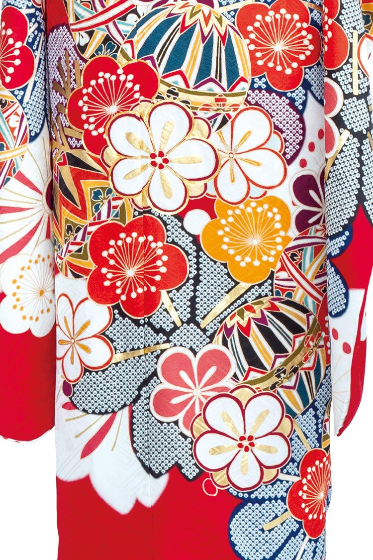 梅の花や手まりが愛らしさを表現し、飽きのこないデザインです。