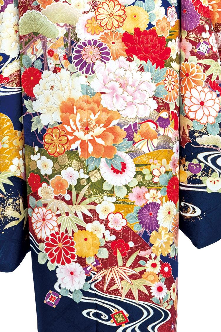 美しく丁寧に施された模様が豪華絢爛な一着です。