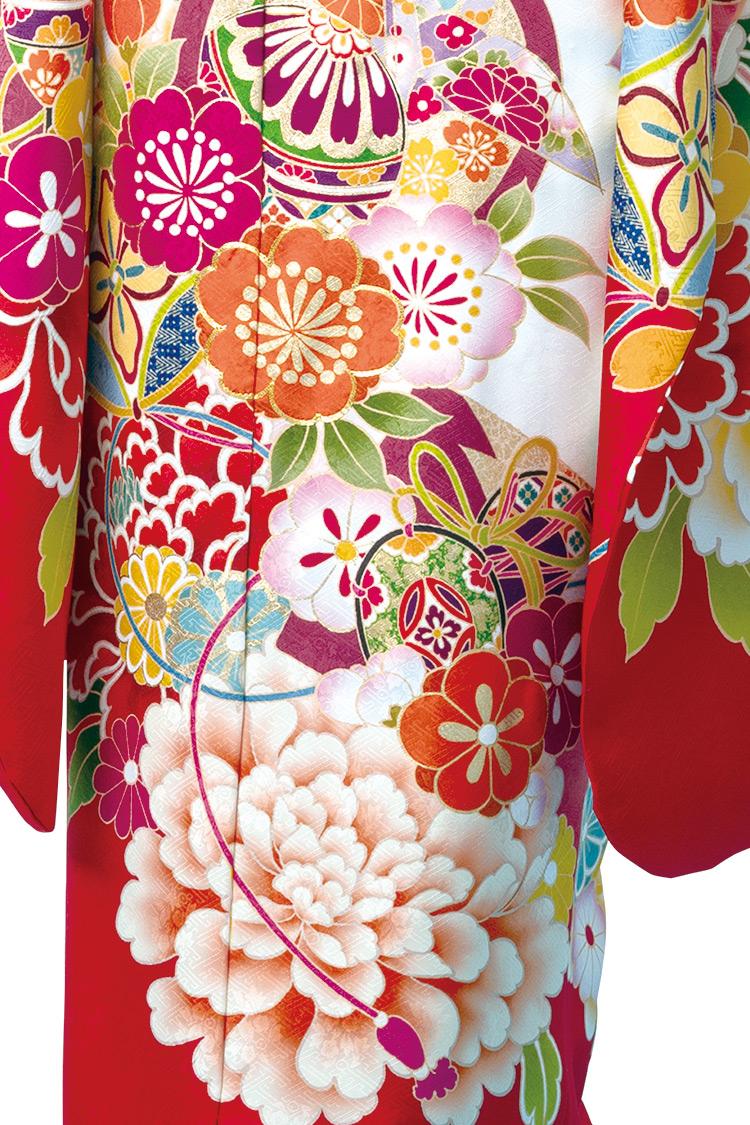 濃淡のある花々や大輪の牡丹の花が華やかで優美ですね。